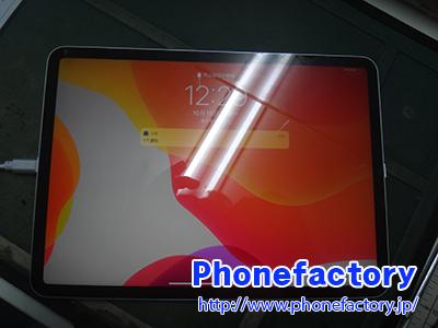 iPad Pro 11inch フロントパネル交換修理 - 落とした衝撃により液晶がつかなくなってしまった